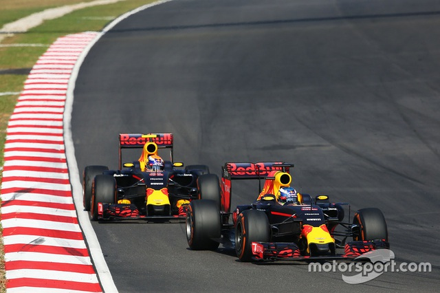 Daniel Ricciardo và Red Bull Racing thống trị Sepang - 13