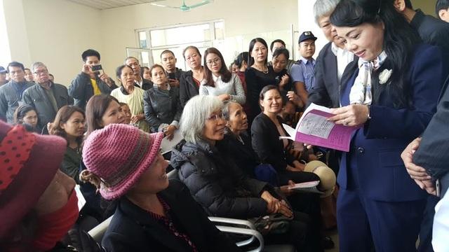 Bộ trưởng hỏi từng bệnh nhân về chất lượng dịch vụ bệnh viện