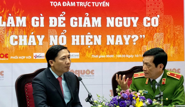 Thiếu tướng Đoàn Việt Mạnh giải đáp các thắc mắc về công tác chữa cháy.