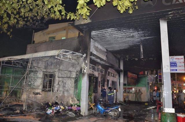 Cháy, nổ lớn tại cửa hàng xăng dầu ở Sài Gòn - 1