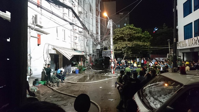 Phía sau 4 ngôi nhà bị cháy - lúc 20h03