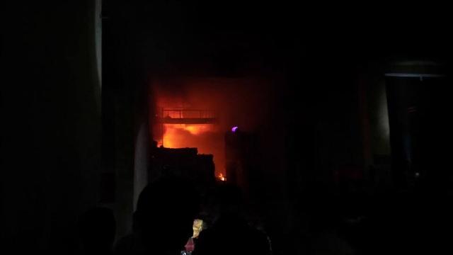 Hà Nội: Cháy dữ dội tại kho hàng của nhiều công ty - 10