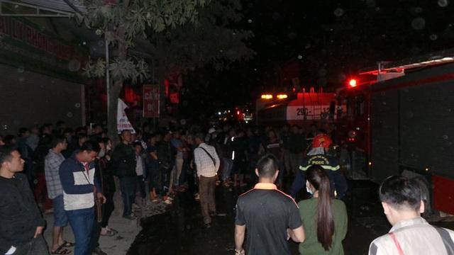 Hà Nội: Cháy dữ dội tại kho hàng của nhiều công ty - 14