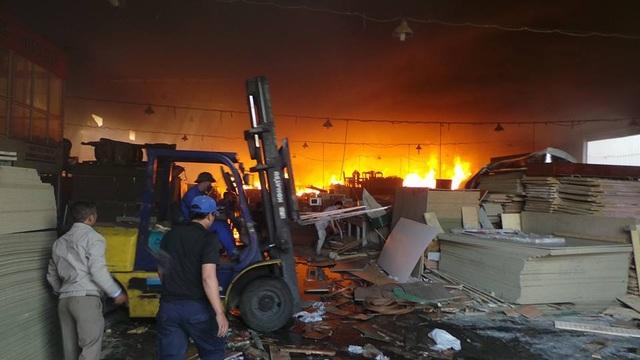Hà Nội: Cháy lớn tại khu công nghiệp Ngọc Hồi - 10
