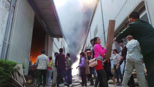 Hà Nội: Cháy lớn tại khu công nghiệp Ngọc Hồi - 17