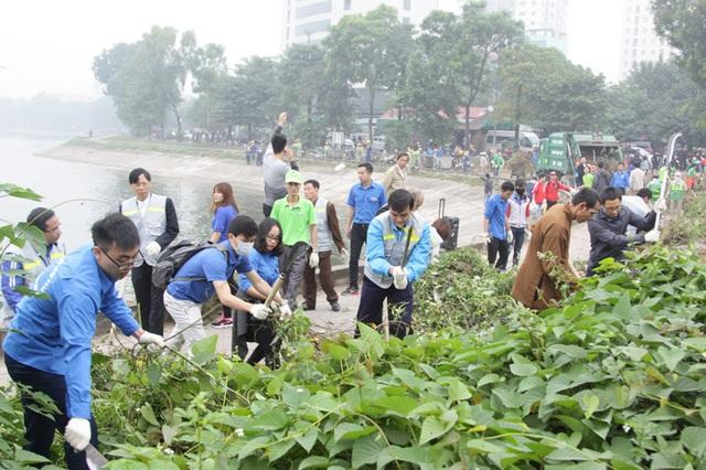 """Chương trình """"Tử tế với môi trường"""" đã thu hút sự tham gia của hàng trăm tình nguyện viên."""