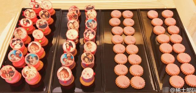 Những chiếc bánh đặc biệt có in hình Tỉnh Tỉnh dành tặng cho những khách mời dự sinh nhật.