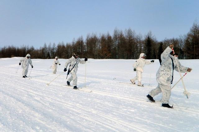 Trượt tuyết băng đồng còn khắc khổ hơn, đốt cháy tới 619 calo mỗi giờ cho một người nặng 91kg.