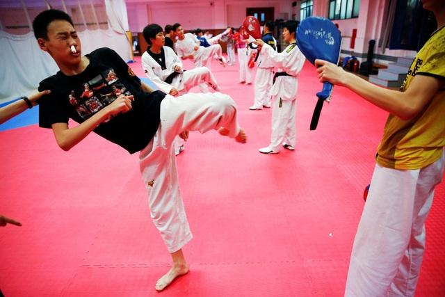 Teakwondo là một thể thao thi đấu có cường độ mạnh nhất trong danh sách này, một người 91kg có thể đốt cháy 937 calo trong mỗi giờ tập.