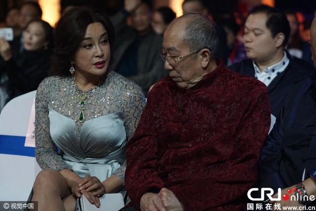 Lưu Hiểu Khánh, 61 tuổi, tham dự lễ trao giải truyền hình tại Thượng Hải, Trung Quốc, ngày 5/12.