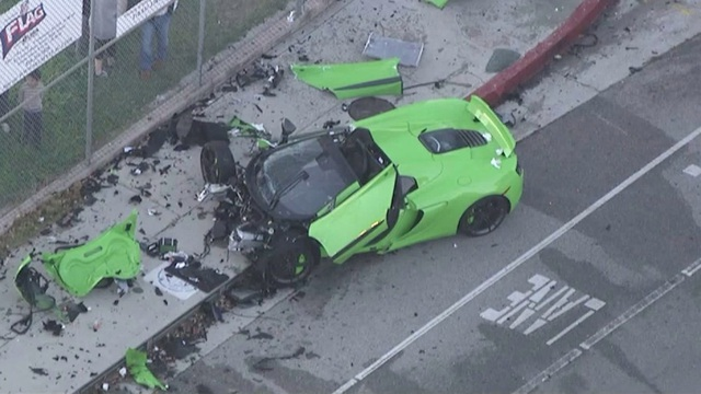 Siêu xe McLaren tan nát sau tai nạn - 2