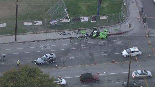 Siêu xe McLaren tan nát sau tai nạn - 1