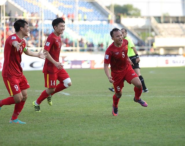 Trọng Hoàng ăn mừng bàn thắng mở tỷ số cho đội tuyển Việt Nam