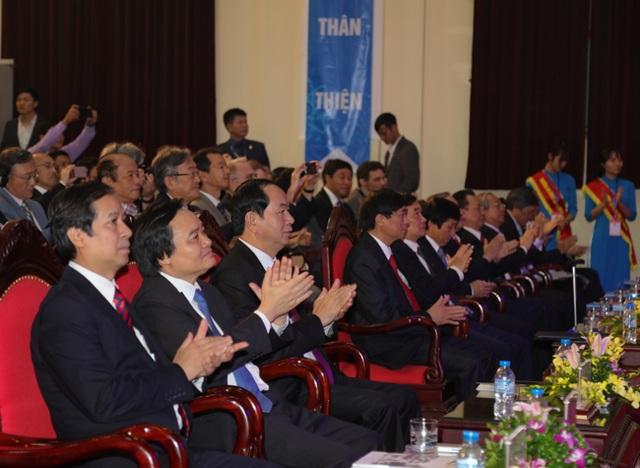 Tham dự buổi lễ có đồng chí Trần Đại Quang – Uỷ viên Bộ Chính trị, Chủ tịch nước CHXHCN Việt Nam; đồng chí Phùng Xuân Nhạ - UV BCH TW Đàng, Bộ trưởng Bộ Giáo dục và Đào tạo cùng đại diện các bộ, ban, ngành.