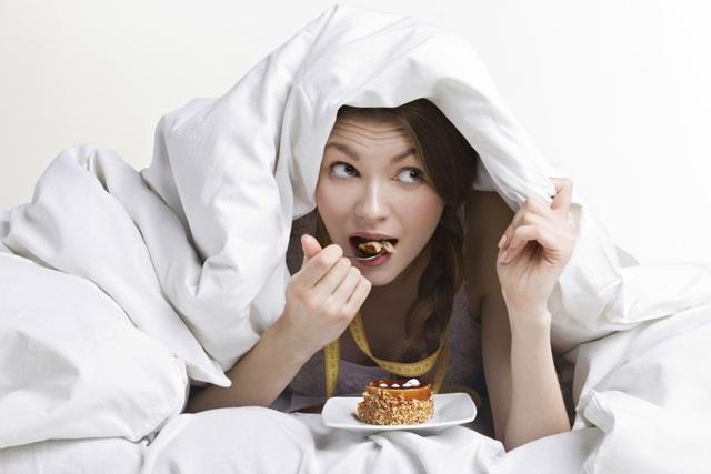 Ví dụ, ngủ là trải nghiệm tốt nhất khi bụng đói. Đi ngủ khi bụng đang no có thể thúc đẩy cơ thể lưu trữ lượng calo tăng thêm dưới dạng như mỡ vì ngủ đòi hỏi ít năng lượng.