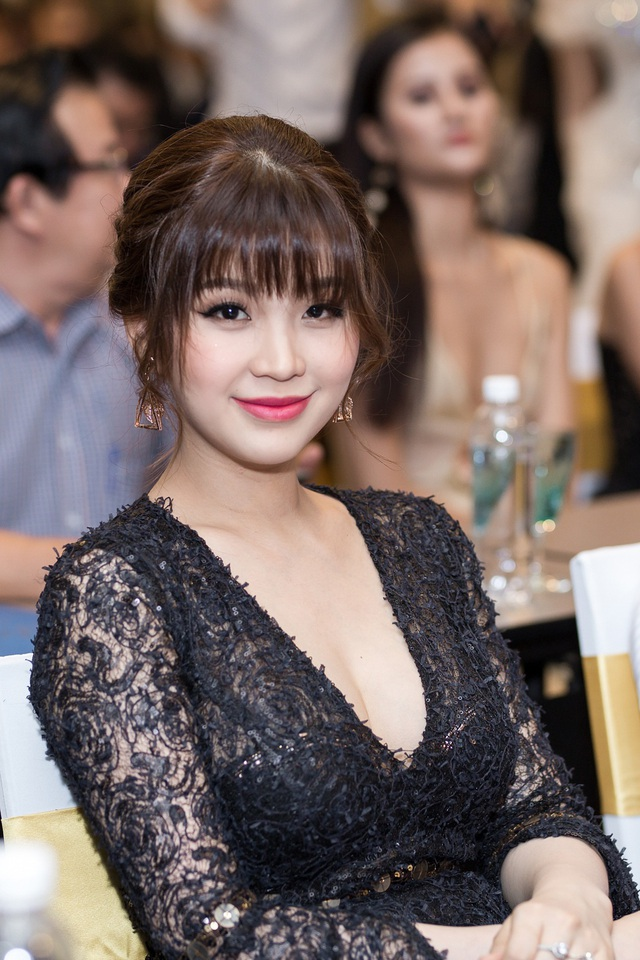 Á hậu Diễm Trang khoe con sau thời gian giữ kín hình ảnh - 14