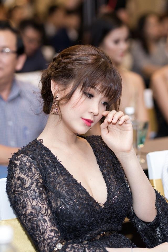Á hậu Diễm Trang khoe con sau thời gian giữ kín hình ảnh - 13