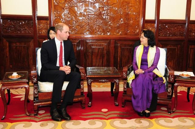 Cũng vào chiều cùng ngày, tại Phủ Chủ tịch, Phó Chủ tịch nước Đặng Thị Ngọc Thịnh đã tiếp xã giao Công tước xứ Cambridge. (Ảnh: Đại sứ quán Anh tại Việt Nam)