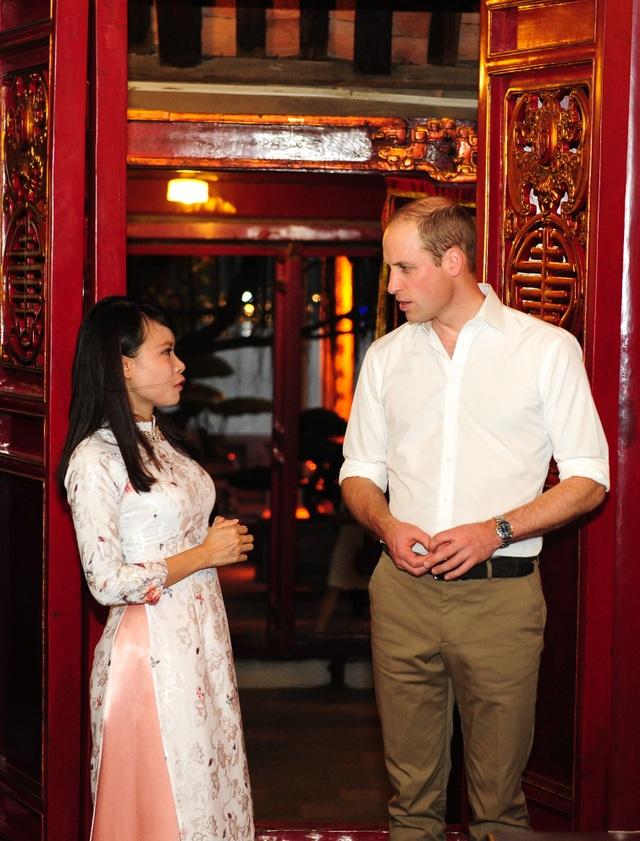 Hoàng tử William đang có chuyến thăm Việt Nam kéo dài 2 ngày, từ 16-17/11. Trong chuyến công du này, Hoàng tử sẽ tham dự một hội nghị quốc tế về chống buôn bán trái phép động vật hoang dã. (Ảnh: ĐSQ Anh tại Việt Nam)