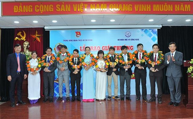 Trao thưởng cho 10 tài năng trẻ nhận giải thưởng KHCN Thanh niên Quả Cầu Vàng