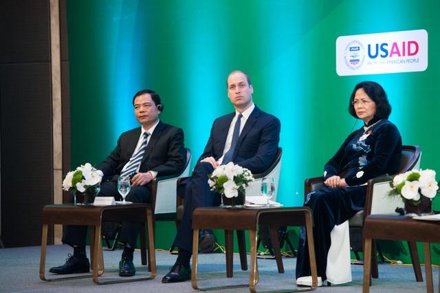 Vào sáng ngày 17/11, Hoàng tử William đã tham dự Hội nghị Hà Nội về chống buôn bán trái pháp luật các loài động vật, thực vật hoang dã. (Ảnh: Đại sứ quán Anh tại Việt Nam)