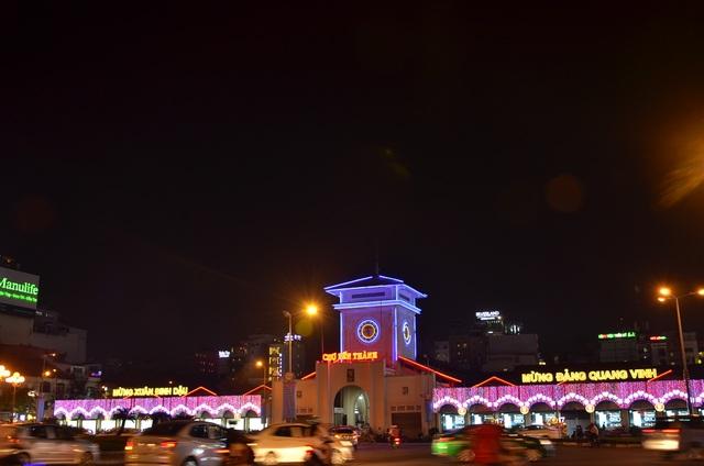 Chợ Bến Thành rực rỡ bởi ánh đèn nghệ thuật