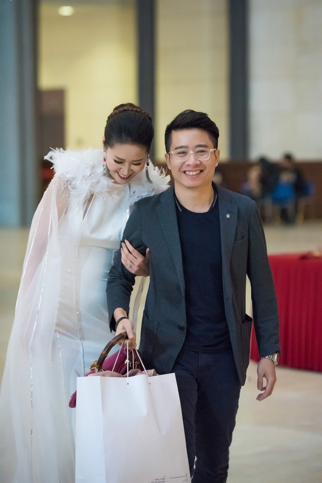 Hai vợ chồng Á hậu Dương Thùy Linh vẫn mặn nồng như thưở ban đầu.