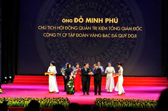 Ông Đỗ Minh Phú nhận cúp vàng danh giá Thánh Gióng năm 2016