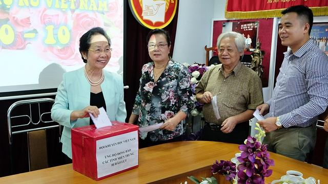 Chủ tịch Hội Khuyến học Việt Nam Nguyễn Thị Doan phát động cán bộ ủng hộ đồng bào miền Trung bị lũ lụt