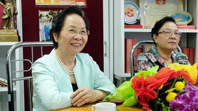 GS.TS Nguyễn Thị Doan, nguyên Phó Chủ tịch nước, Chủ tịch Hội Khuyến học Việt Nam gặp mặt cán bộ nhân dịp kỷ niệm 86 năm ngày Phụ nữ Việt Nam (20/10)