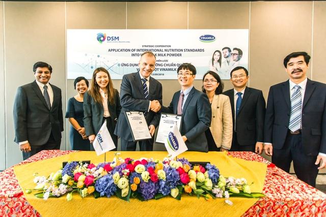 Chất lượng sản phẩm luôn là yếu tố quan trọng hàng đầu của thương hiệu Quốc gia Vinamilk, vừa qua Vinamilk đã ký kết hợp tác chiến lược với tập đoàn dinh dưỡng hàng đầu thế giới DSM – Thụy Sỹ, ứng dụng dinh dưỡng chuẩn quốc tế vào sản phẩm sữa bột cho trẻ em và người tiêu dùng Việt Nam