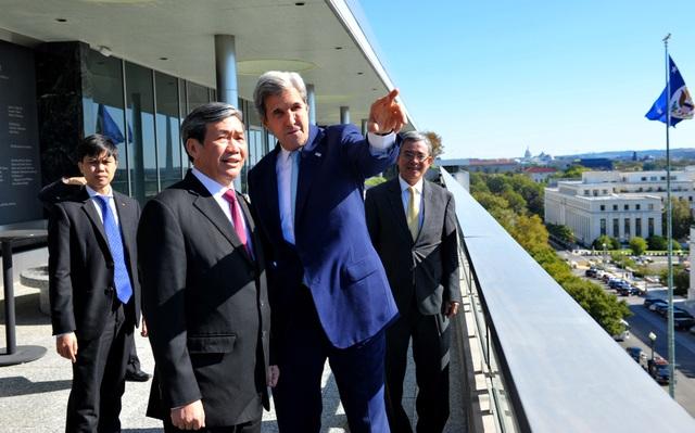 Ông Đinh Thế Huynh gặp, hội đàm với Ngoại trưởng Hoa Kỳ John Kerry, ngày 25/10, tại thủ đô Washington DC. Ảnh: Thanh Tuấn – Phóng viên TTXVN tại Hoa Kỳ.