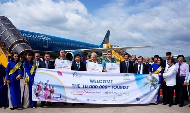Du lịch Việt Nam lần đầu tiên đón 10 triệu khách quốc tế trong một năm cũng là sự kiện tiêu biểu của ngành du lịch. Ảnh: BTC.