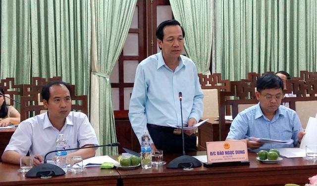 Bộ trưởng Đào Ngọc Dung (giữa) tại buổi làm việc với UBND tỉnh Thừa Thiên Huế.