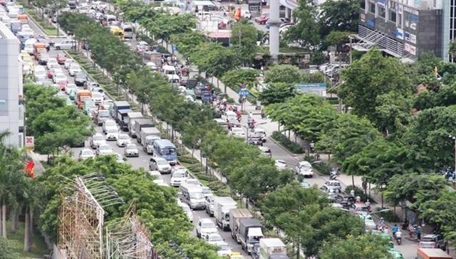 Trước sân bay Tân Sơn Nhất thường xuyên ùn tắc giao thông