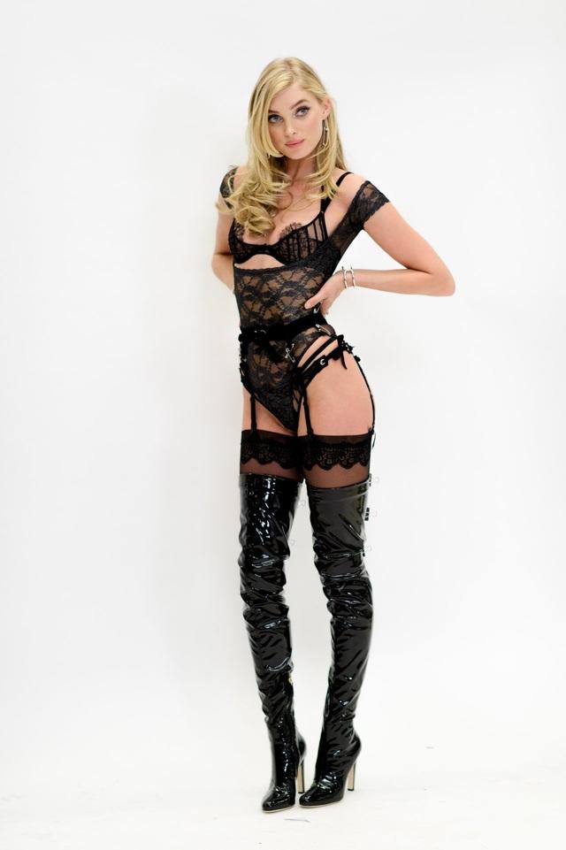 Elsa Hosk thử đồ tại New York cách đây ít ngày,cô sẽ trình diễn trong show thời trang của Victoria's Secret năm nay