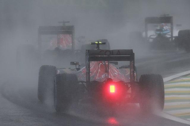 Thắng chặng, Lewis Hamilton tiếp tục nuôi giấc mơ vô địch - 4