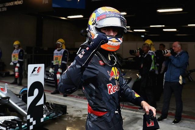 Thắng chặng, Lewis Hamilton tiếp tục nuôi giấc mơ vô địch - 6