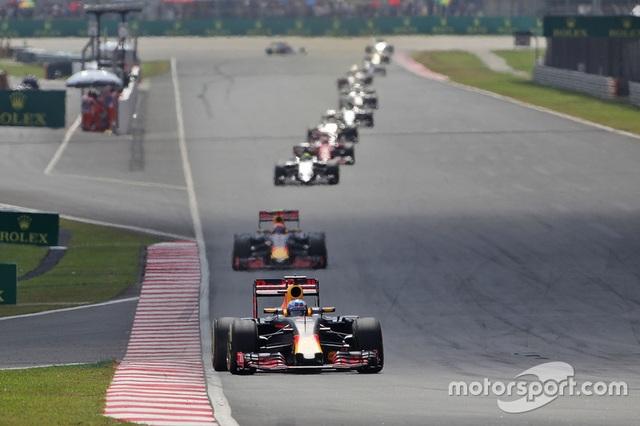 Daniel Ricciardo và Red Bull Racing thống trị Sepang - 2