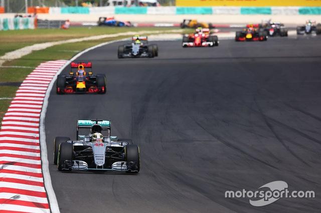 Daniel Ricciardo và Red Bull Racing thống trị Sepang - 7