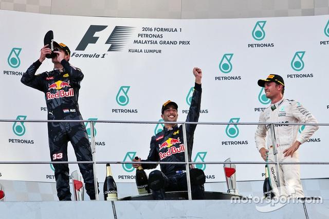 Daniel Ricciardo và Red Bull Racing thống trị Sepang - 4