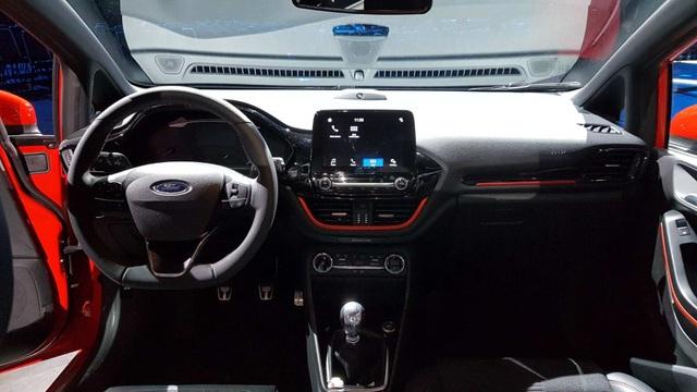 Ford Fiesta 2017 có gì mới? - 4