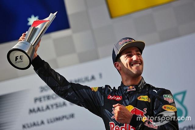 Daniel Ricciardo và Red Bull Racing thống trị Sepang - 5