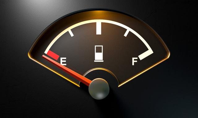 Ôtô đi được bao xa khi kim xăng báo hết? - 1