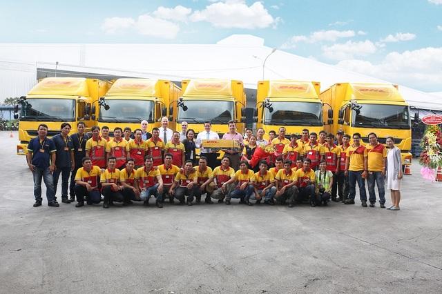 FUSO bàn giao 18 xe Fighter FJ 24 tấn cho DHL Supply Chain - 2
