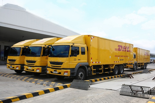 FUSO bàn giao 18 xe Fighter FJ 24 tấn cho DHL Supply Chain - 3
