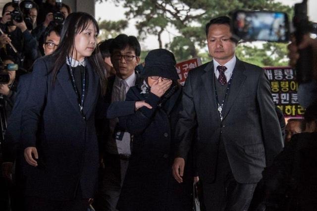 Bà Choi Soon-sil đã chính thức bị bắt giữ (Ảnh: AFP)