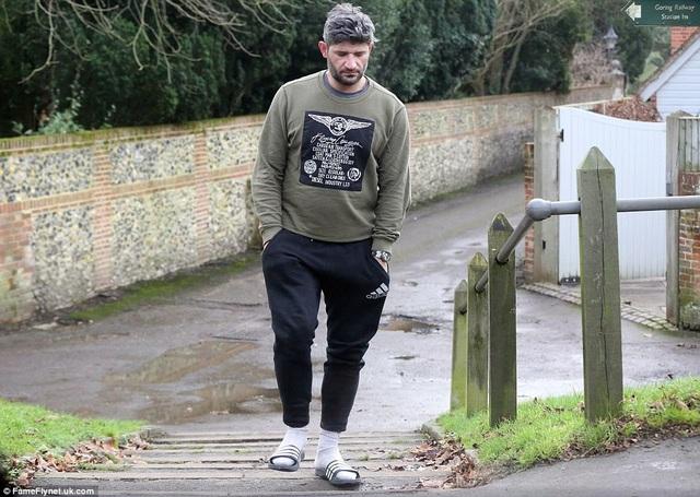 Bạn trai lâu năm của George Michael - Fadi Fawaz bị cánh săn ảnh phát hiện khi tới nhà của nam ca sỹ nổi tiếng này buổi sáng giáng sinh. Chỉ vài giờ sau đó, nam ca sỹ 53 tuổi được phát hiện đã chết trong ngôi nhà sang trọng của mình ở Goring-on-Thames, Oxfordshire, Anh quốc