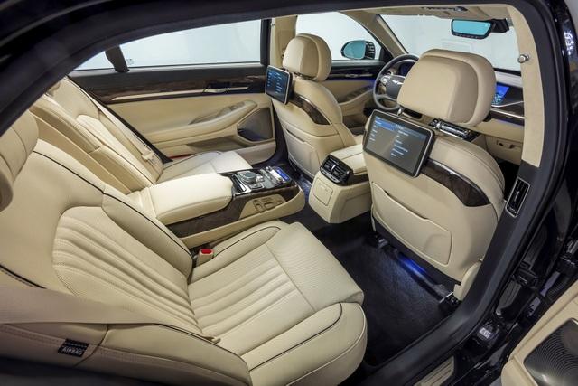 Tất cả các vấn đề liên quan tới độ rung, độ ồn (NVH - Noise, Vibration, Harness) đã được các chuyên gia Genesis xử lý triệt để trong quá trình phát triển Genesis G90 và giúp chiếc sedan sở hữu một không gian nội thất hoàn toàn tĩnh lặng và êm ái.