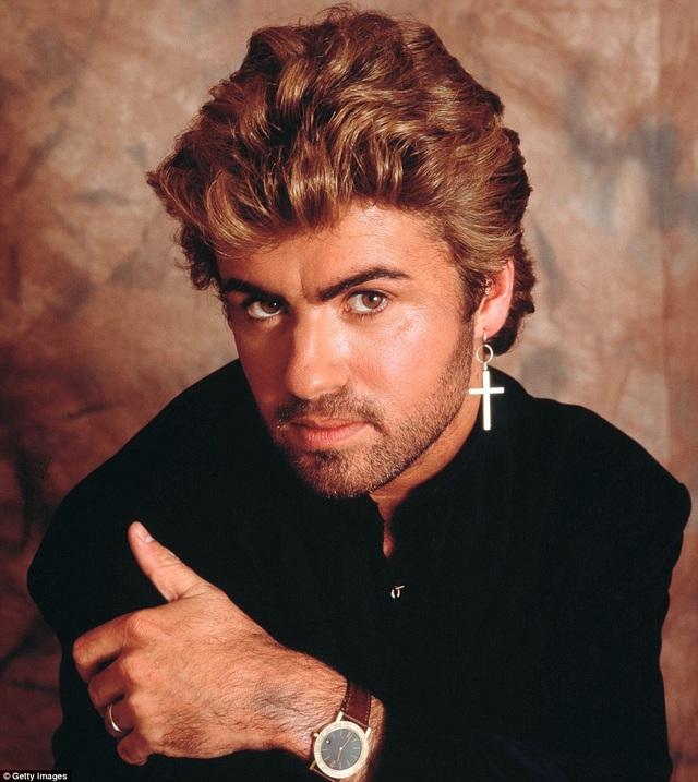"""Với 7 album cá nhân được tiêu thụ trên toàn thế giới từ năm 1987 đến năm 2014, ngôi sao 53 tuổi thu về hơn 142 triệu bảng Anh và """"tẩu tán"""" được hơn 100 triệu album ca nhạc."""